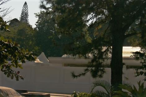 atrás do muro branco, o salão de festas da presidência