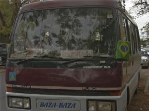 bandeira do Brasil no ônibus