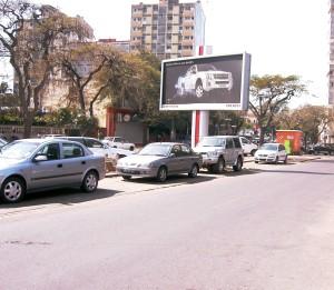 avenida 24 de julho sem carros a circular