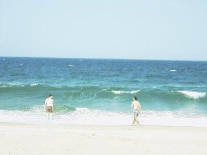 Eduardo e Pedro no mar de Macaneta