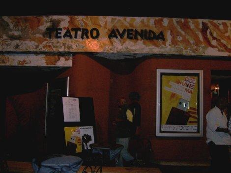 Fachada Teatro Avenida