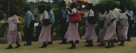 Padrinhos em dança sincronizada