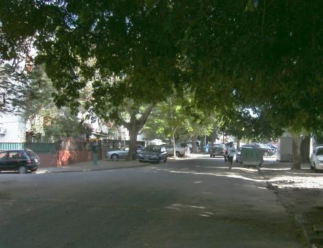 vista da rua Mártires de Mueda a partir da cancela
