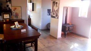 sala e cozinha da casa de Mandela