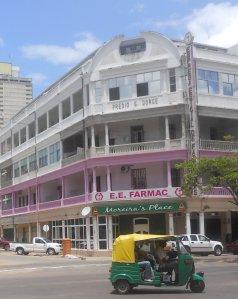 fachada da Empresa Estatal de Farmácia