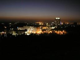 Foto noturna tirada do hotel Cardoso